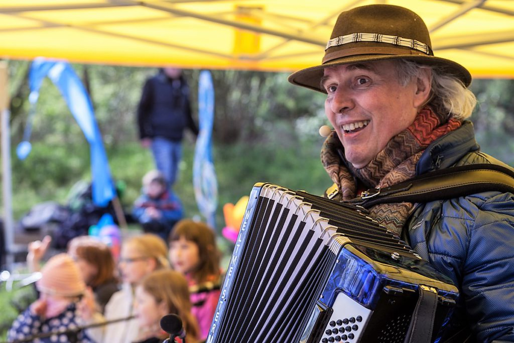 Kinderwald_Frühlingsfest Unmada und Chor
