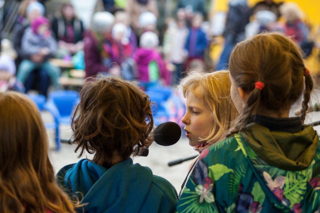 Kinderwaldchor von hinten 2 Frühlingsfest Kinderwald
