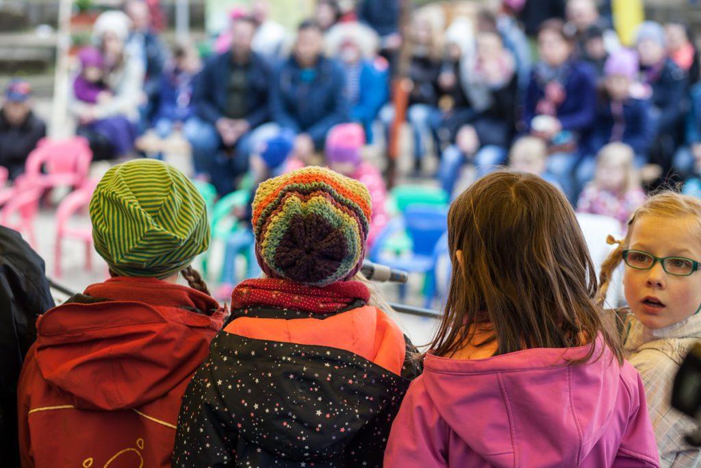 Kinderwaldchor von hinten_Frühlingsfest_Kinderwald